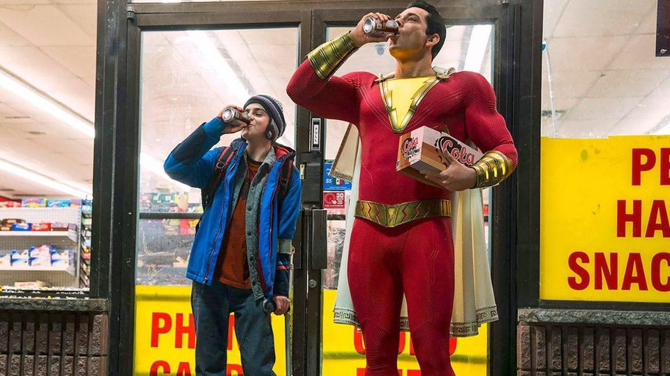 https_blogs-images.forbes.com_scottmendelson_files_2018_07_Shazam-movie-official-costume-image-cropped-1200x674