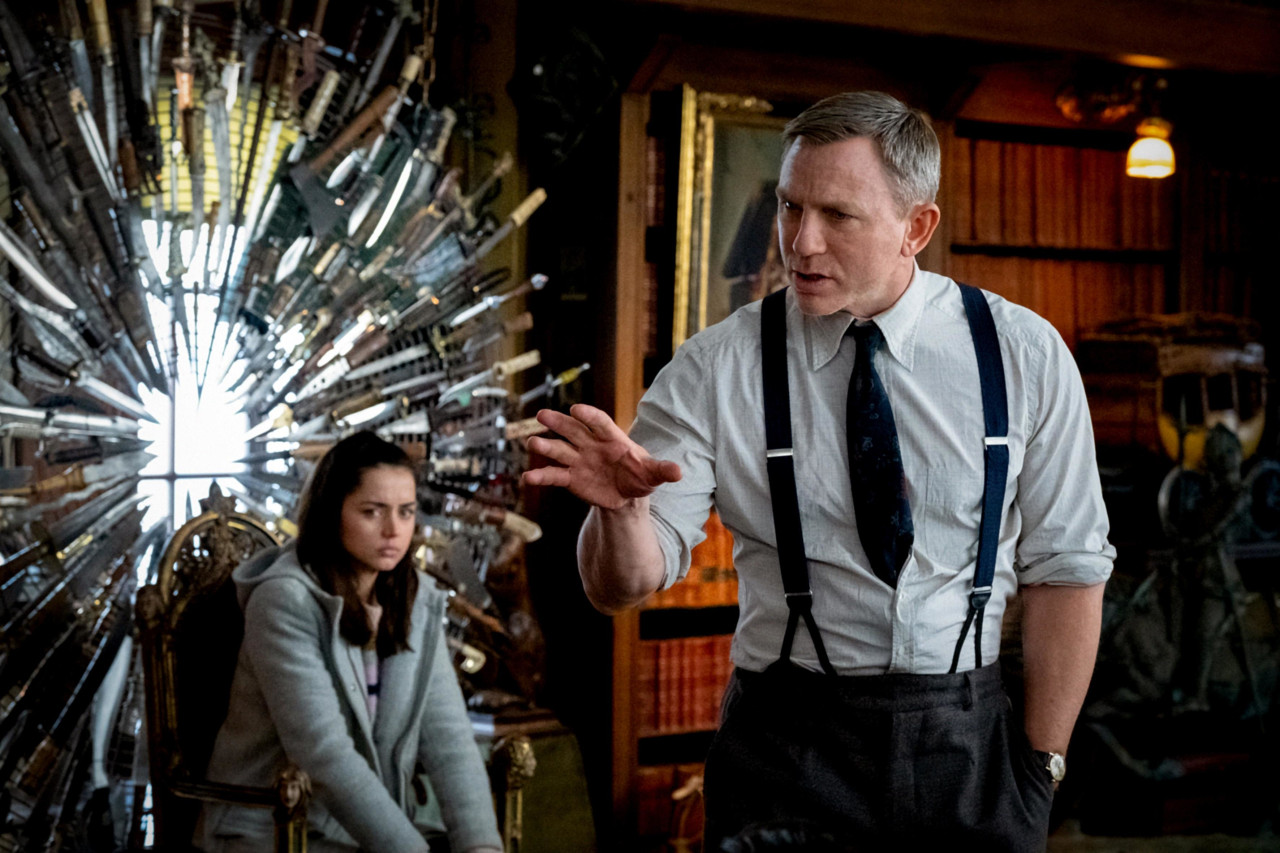 Ana de Armas (Marta), Daniel Craig (Benoit Blanc)